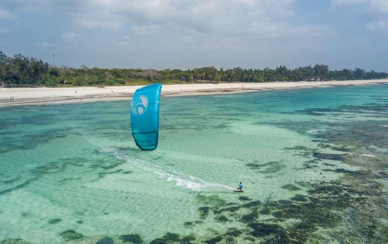 Kiting in Diani