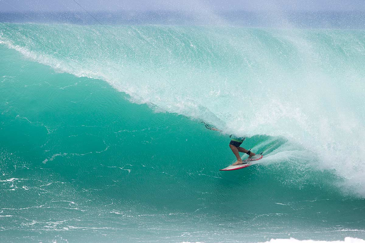 Keahi big perfect kitesurfing barrel Off The Wall