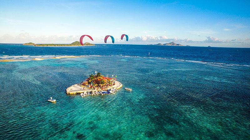 Happy Island - Grenadines Kiteworld Magazine Travel 2016