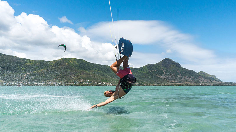 Steven Akkersdijk - Back roll kite loop technique