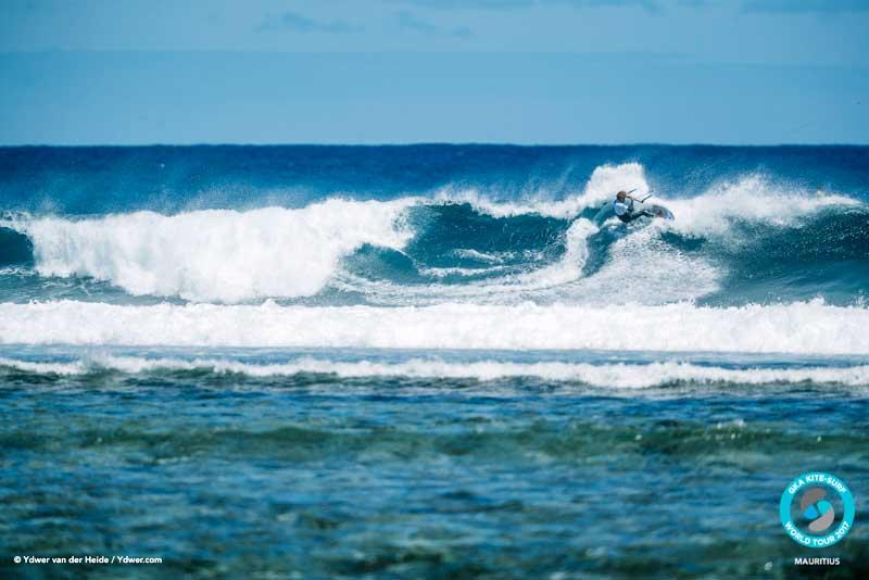 Matchu Lopes gouging turns GKA Kite-Surf