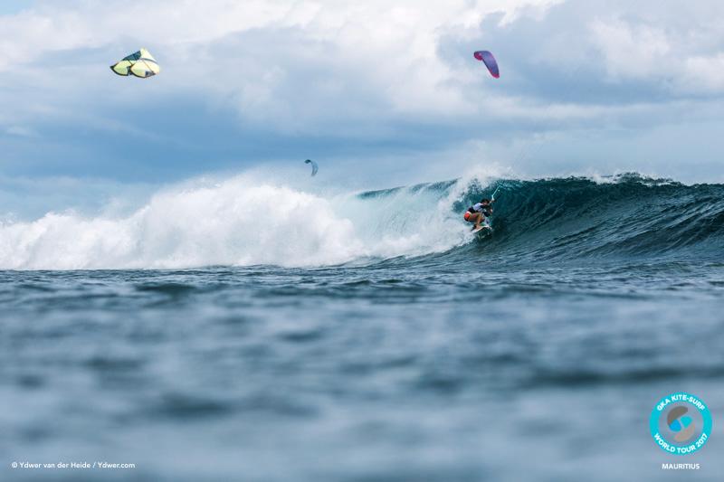 Gisela pulling in GKA Kite-Surf