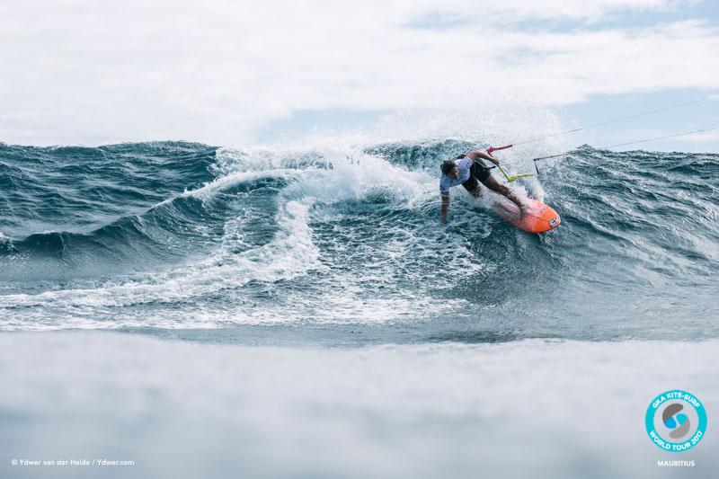 Milla Ferreira goes up against Jalou GKA Kite-Surf