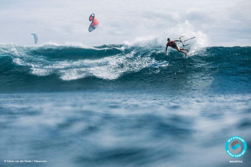 Moona makes the drop GKA Kite-Surf