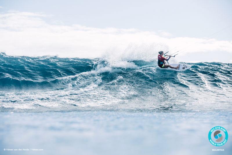 Ninja takes the high line GKA Kite-Surf