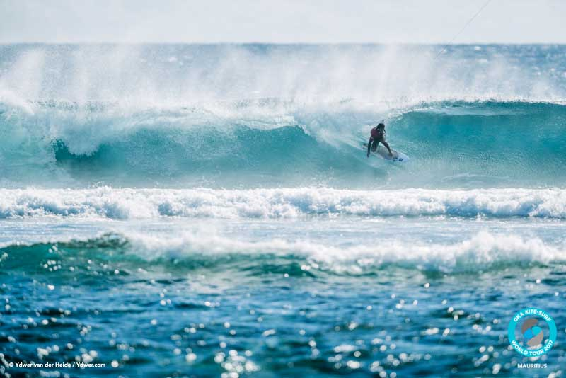 Sebastian Ribeiro takes on Paulino GKA Kite-Surf