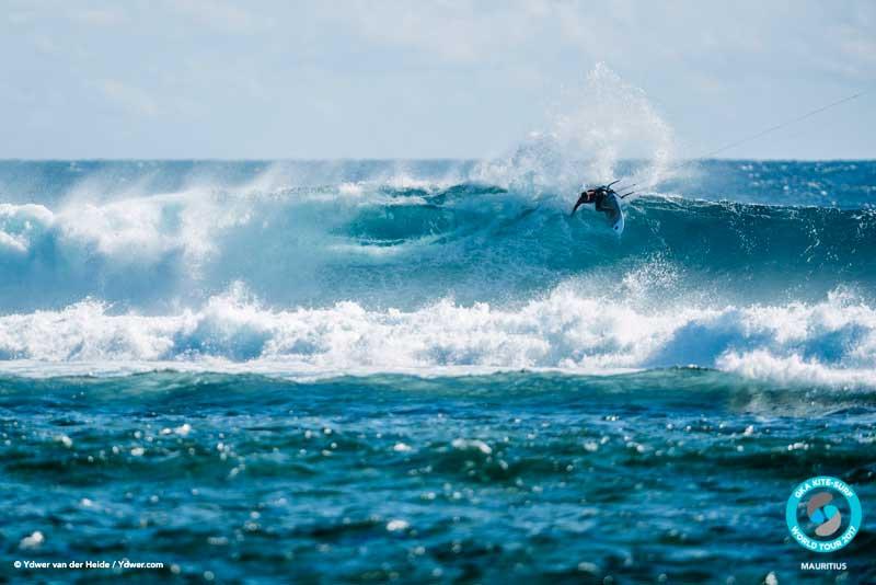 Ribeiro charging GKA Kite-Surf