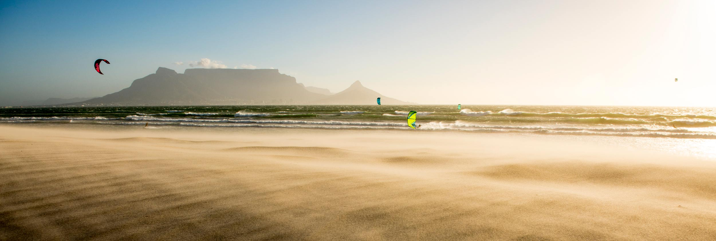 Strong winds in Cape Town