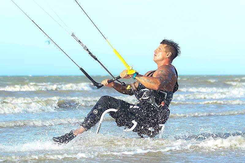 Fernando Fernandes adaptive kiter in Brazil