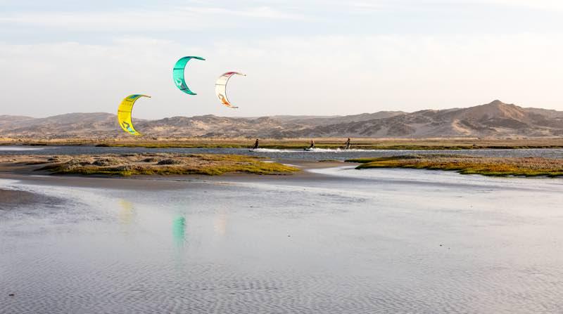 Dice kites cruising